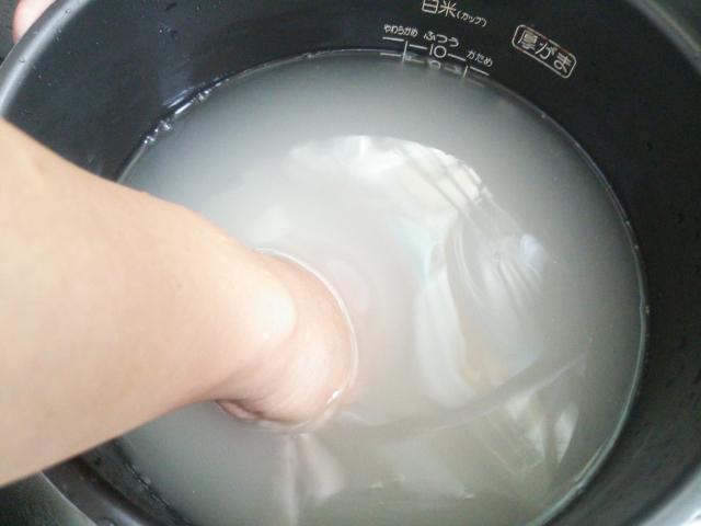 冬など水が冷たいときにお湯でお米を洗米してもいいのかな?